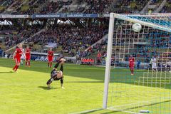Karlsruher体育俱乐部KSC的目标反对Sportfreunde Lotte 免版税图库摄影