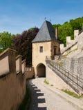 Karlstejn城堡第一个门  库存图片