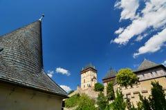Karlstejn城堡 cesky捷克krumlov中世纪老共和国城镇视图 库存照片