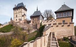 Karlstejn,哥特式城堡建立了1348铈 免版税库存照片
