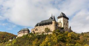 Karlstejnkasteel in de de herfstkleuren Royalty-vrije Stock Fotografie