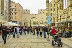 Karlstor brama i Karlsplatz kwadrat w Monachium Obrazy Stock