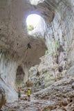 Karlukovo Bulgaria 23 luglio 2015 gli occhi di formazione di Dio nella caverna di Prohodna Per uso editoriale soltanto Fotografia Stock Libera da Diritti