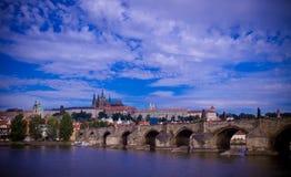 Karluv la maggior parte del ponticello a Praga. Fotografie Stock Libere da Diritti