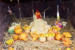Karmazynka, kurczaki, zabawki i symbole, zdjęcia stock
