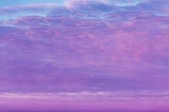 Karmazyny dnieją w niebie, dramatyczny widok obraz stock
