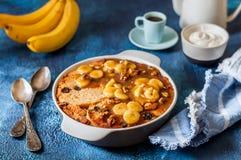 Karmelizujący Bananowego chleba pudding fotografia stock