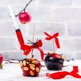 Karmelizujący cukierku jabłko zdjęcie royalty free
