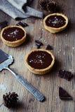 Karmelu i czekolady tarts Fotografia Stock