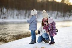 Karmić nurkuje przy zimą Zdjęcie Royalty Free