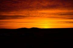 Karmosinröd solnedgång royaltyfri bild