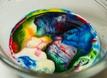 Karmowej kolorystyki sztuka w mleku Żartuje aktywność Zdjęcia Royalty Free