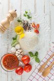 Karmowi składniki i pikantność dla gotować, pomidory, olej, pieprz, Obraz Stock