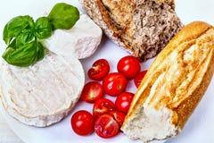 Karmowi składniki - ser, chleb, pomidory Obrazy Royalty Free