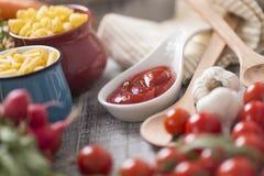 karmowy świeży stół Zdjęcie Stock