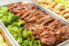 Karmowy bufet jaźni usługa lunch lub gość restauracji obrazy stock