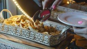 Karmowy bufet w luksusowym hotelu Bra? ciastko zdjęcie wideo