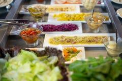 Karmowy bufet w restauraci zdjęcia stock