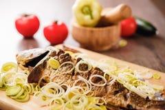 Karmowy karpiowy rybi posiłek piec dinner obrazy stock