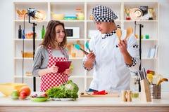 Karmowy kucharstwa tv przedstawienie w studiu zdjęcie stock