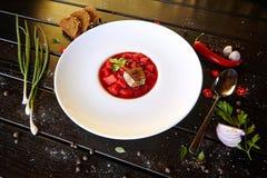 Karmowy mięsny delikatności naczynia warzyw makaronu warzyw deser pije koktajl fotografia royalty free