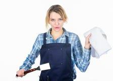 karmowy opieczenie Kobieta fartuch dla gotować białego tło i Kulinarny mięso przy niską temperaturą dla długiego zdjęcie stock