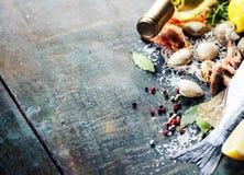 Karmowy tło z owoce morza i winem zdjęcia stock