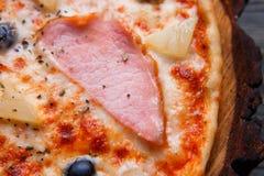 Karmowy tło, pizzy tekstura Zamyka up apetyczny pizza dowcip Obrazy Royalty Free