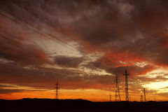 Karmozijnrode wolken bij zonsondergang Stock Afbeelding