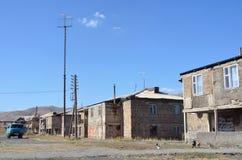 Karmrashen, Armenië, 08 September, 2014 De blauwe auto is op de straat royalty-vrije stock fotografie