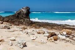Karmy plaża w Ungasan, Bali, Indonezja Turkus woda, skały, ocean sceneria obrazy stock
