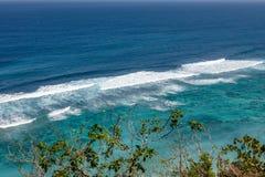 Karmy plaża w Ungasan, Bali, Indonezja Turkus woda, skały, ocean sceneria obrazy royalty free