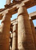 Karnak寺庙的了不起的次附尖霍尔。 免版税库存图片