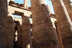 Karnak tempel - pelare - forntida egyptisk monument [el-Karnak, nära Luxor, Egypten, arabiska stater, Afrika] Royaltyfri Fotografi