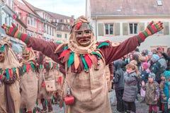 Karnawałowa postać z parcianym kostiumem z otwartymi rękami fotografia stock