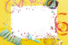 Karnawałowi confetti na białej księdze zdjęcie royalty free