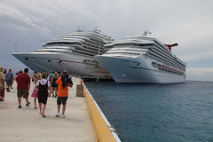 Karnawałowi statek wycieczkowy zdjęcie royalty free