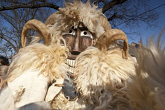 Karnawałowy masker w futerku przy 'Busojaras' karnawał zima pogrzeb fotografia royalty free
