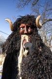 Karnawałowy masker w futerku przy 'Busojaras' karnawał zima pogrzeb Zdjęcia Royalty Free