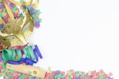 Karnawałowa Wenecka maska, confetti i streamers, Obrazy Royalty Free