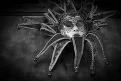 karneval isolerad maskering över röd white Royaltyfri Foto