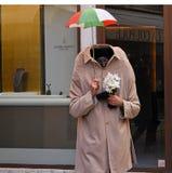 Karneval Italiens, Venedig im Februar im Quadrat Leute in den Karnevalskostümen und -masken stockfoto