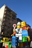 Karneval - Lego Blockhin- und herbewegung Stockfoto