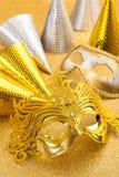 Karneval- och partibevekelsegrunden med karneval maskerar och festar hatten Fotografering för Bildbyråer