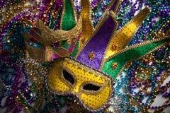 Karneval-Schablone und Korne Stockfoto
