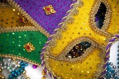 Karneval-Schablone und Korne Stockbild