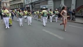 Karneval under protesten, Valparaiso stock video