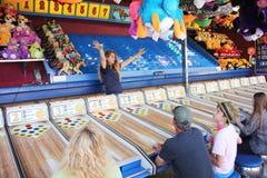 Karnevalarbetaren upphetsar spelare royaltyfria foton