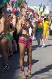 Karnevaldansare på ståta royaltyfri foto
