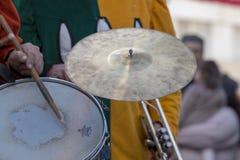 Karnevalet (Carnaval) ståtar musikbandet för festivalmusik Royaltyfri Bild